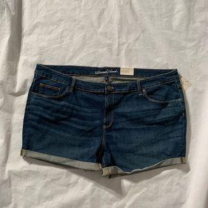 "Universal Thread Size 26W Inseam 4"" midi shorts"